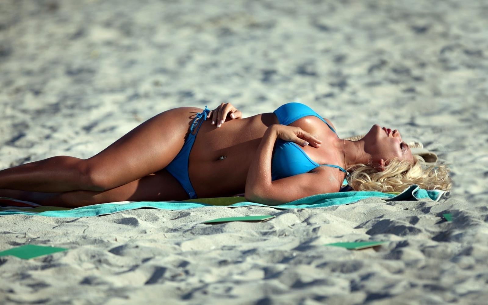 Фотки блондинок в бикини 20 фотография